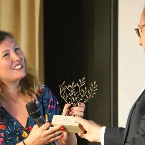 Remise du prix MR21 à Nathalie Perroquin VP RSE Groupe Coty